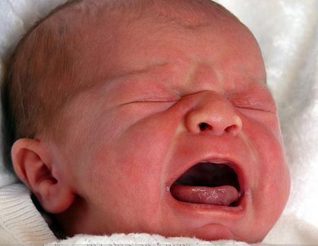 neonato-piange.png